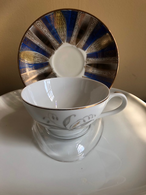 Cup and Saucer Stands - Compact Clear Plastic - set of 12